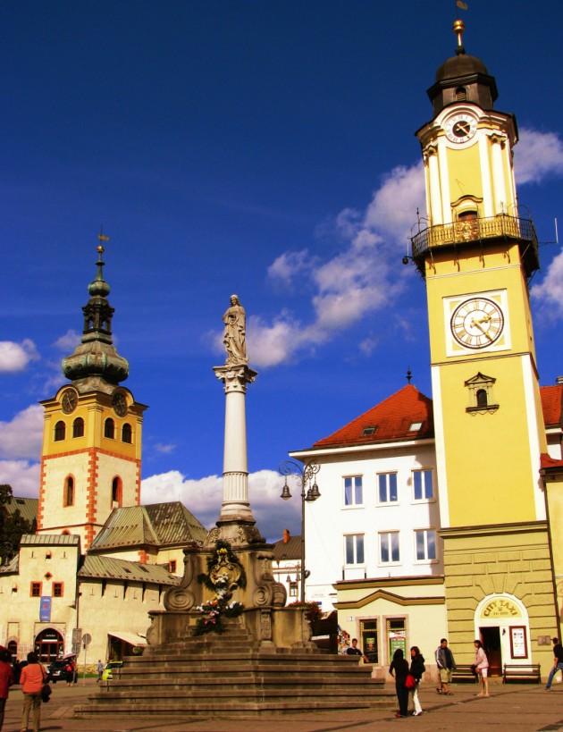 Morový stĺp, Hodinová veža a veža mestského hradu